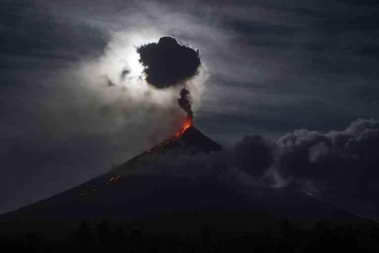 Le volcan Mayon, près de la ville de Legazpi, aux Philipinnes.