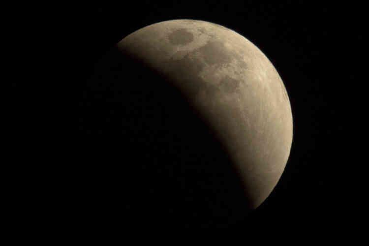 L'ombre de la Terre sur la Lune, vue depuis Pékin, en Chine.