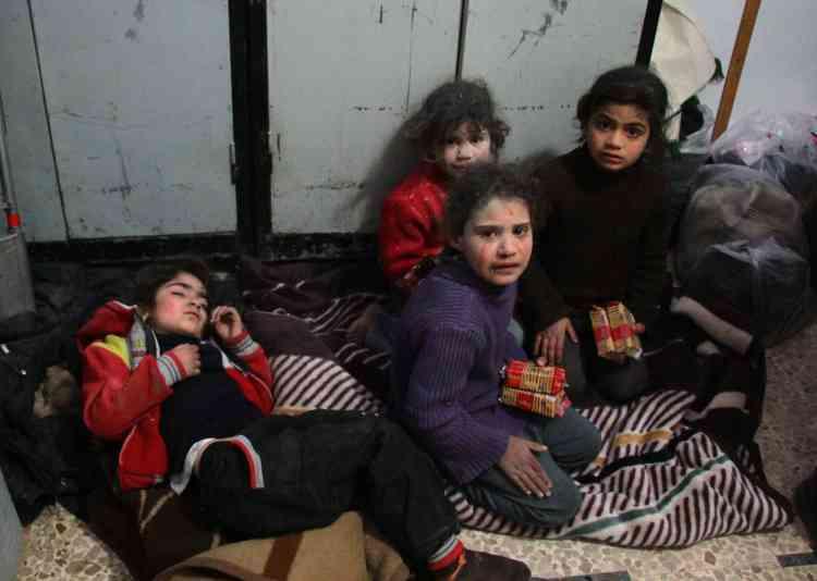 Des enfants dans un hôpital de fortune, dans le vilage de Mesraba, le 19février.