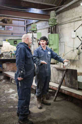 Peter et Alan, ouvriers de la fabrique Kays Curling.