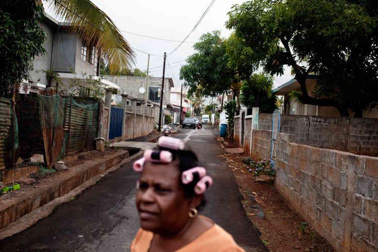 Mimose a quitté les Chagos en 1968. Sa mère, Rita Bancoult, était une grande militante du mouvement chagossien. « Ici, il y a beaucoup de problèmes de racisme avec les hindous. En Angleterre non, et il y a du travail. C'est pour ça que mes enfants sont partis.»