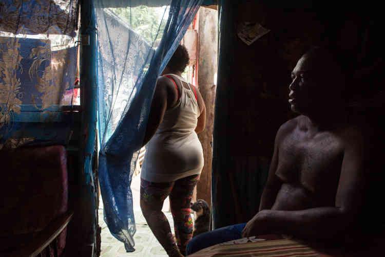 Pamela est d'origine chagossienne, mais elle n'a jamais vu l'archipel. Elle n'en connaît que ce qu'Azulé, son mari, lui raconte quand il rentre des longues périodes de pêche qui l'emmènent dans les différentes îles de l'océan Indien.