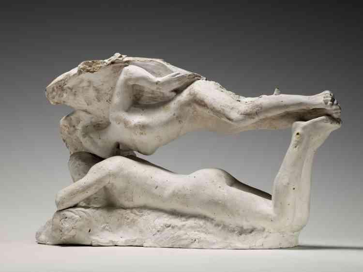 «Cet assemblage est composé de l'Ange de la chute d'Icare et de la Douleur. Il est réalisé avec des figure féminines de mêmes proportions. Le sculpteur combine les corps et l'impression de grâce ou d'effort est comparable à celle des portés réalisés par les couples de danseurs.»
