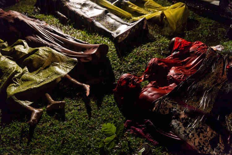 Les corps de réfugiés Rohingya, en septembre 2017. Le bateau dans lequel ils tentaient de fuir la Birmanie a chaviré à environ 8 km d'Inani Beach, au Bangladesh.