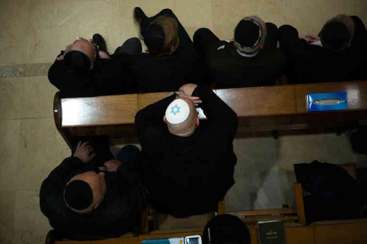 Une cérémonie en hommage à Mireille Knoll était organisée, le 15 avril, à la synagogue de la rue de la Roquette, près de la mairie du 11e arrondissement.Une information judiciaire a été ouverte pour « assassinat à raison de l'appartenance vraie ou supposée de la victime à une religion et sur personne vulnérable ».