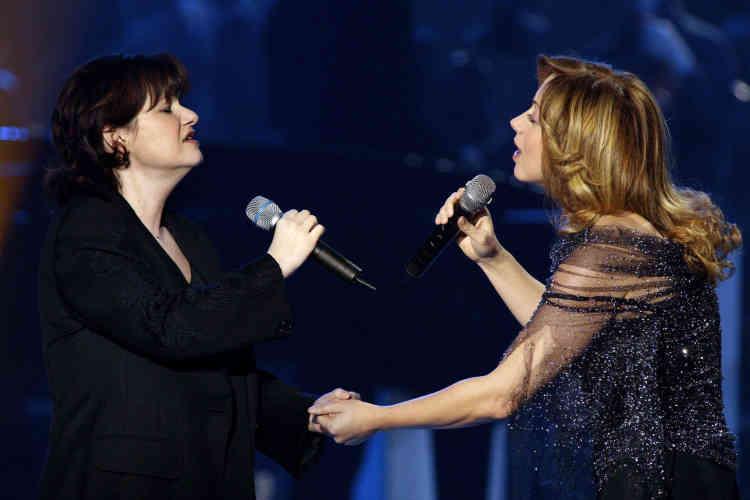 La chanteuse belge et Lara Fabian se produisent le 15 février 2003 sur la scène du Zénith à Paris, lors de la cérémonie de remise des 18es Victoires de la musique.