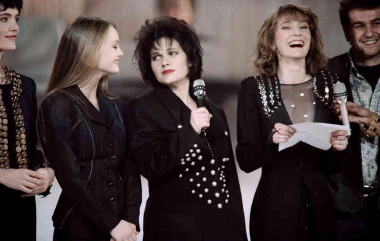 Maurane entre Vanessa Paradis et Patricia Kaas, lors des Victoires de la musique, le 2février 1991, au Zénith de Paris.