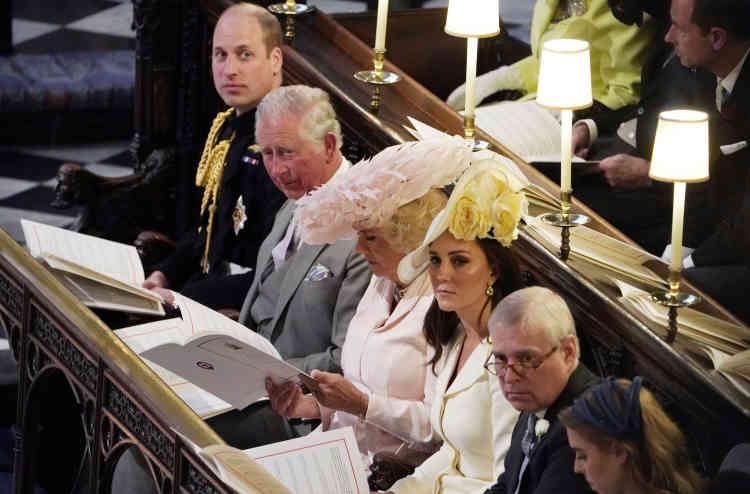 De gauche à droite : le prince William, le prince Charles, son épouse Camilla, et l'épouse de William, Kate.
