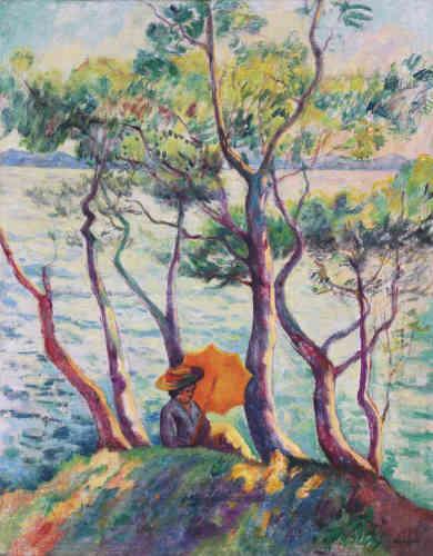 «A la fin avril de l'année 1906, Manguin et sa famille arrivent à Cavalière, près du Lavandou, où ils resteront jusqu'en octobre. Ici, l'ombrelle orangée attire notre attention et détourne, dans un premier temps, notre regard du spectacle éblouissant qui se déploie devant nous : la mer traversée par les arbres dont les troncs semblent s'embraser sous le soleil.»