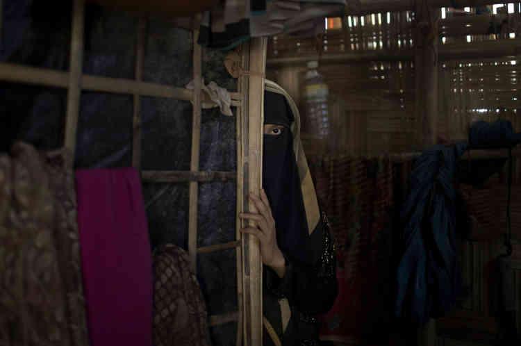 «A» est une jeune musulmane rohingya de 13 ans, qui a accepté d'être identifiée par sa première initiale. Elle pose dans le camp de réfugiés de Jamtoli au Bangladesh le 26juin. Elle a étéviolée par des soldats qui avaient fait irruption chez elle, en Birmanie.