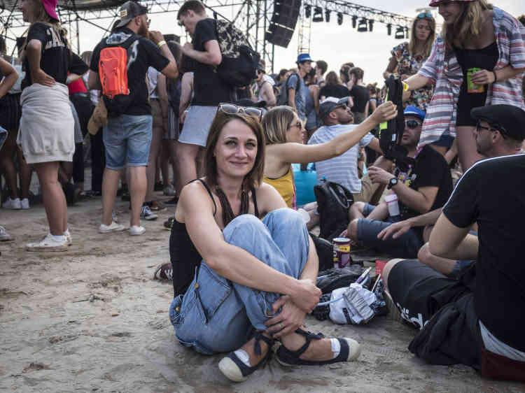 Marion, 30 ans, rencontrée devant la scène de la plage aux Eurockéennes de Belfort, estime que « le souci est que la société se fiche de la manière dont les femmes peuvent ressentir les choses». L'aide-soignante est venue au festival avec son compagnon Nicolas et son amie Katia.