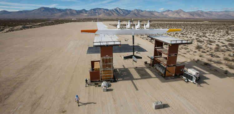 <b>C'est quoi ? <b>Des cerfs-volants, dont la taille peut atteindre celle d'un petit avion, équipés de turbines pour produire de l'électricité.<br><b>Où en est l'idée ? </b>Testés depuis le début des années 2010, les cerfs-volants Makani ont commencéen 2016 les premiers tests de production d'électricité. Le modèle M600 est capable de produire assez d'électricité pour alimenter 300 maisons, selon les résultats des tests de Google.