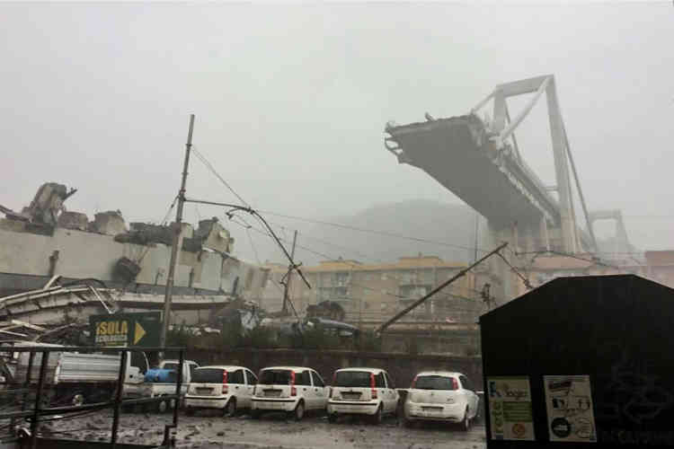 Deux cents mètres du pont Morandi se sont brusquement effondrés mardi 14 août.