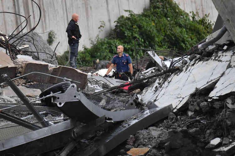 «Je suis avec une immense appréhension ce qui est arrivé à Gênes et qui se profile comme une immense tragédie», a déclaré Danilo Toninelli, le ministre des transports italien.