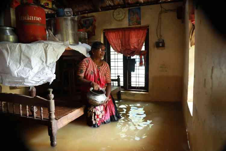 Dans une maison d'Ernakulam du district de Kochi, le 10 août. Les Etats-Unis ont conseillé à leurs ressortissants de rester à l'écart de cette region touristique.