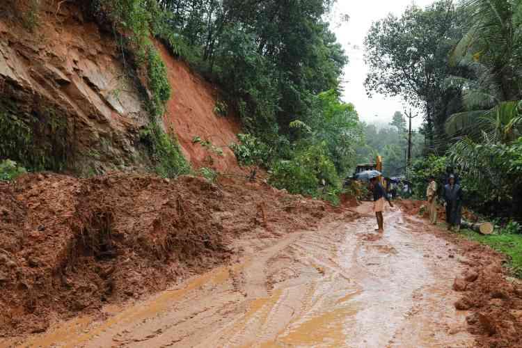 Après un glissement de terrain près du village de Kuttampuzha, dans le district d'Ernakulam, le 9 août.