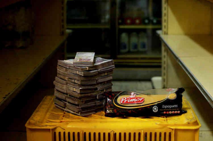 Un kilo de pâtes: 2500000bolivars (environ 0,38dollar américain).