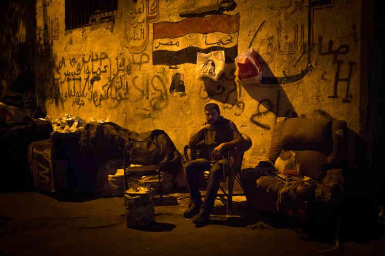 Wahlid est un des nombreux chiffonniers d'Alexandrie. « La moitié des gens en Egypte vivent des ordures », plaisante à moitié Wahlid, « C'est une bonne source de profit car il n'y a pas d'investissement initial à faire. » Il regrette le temps de Veolia avec qui il collaborait. Il existe maintenant une concurrence féroce entre les collecteurs informels et l'entrepriseNahdet Misr.