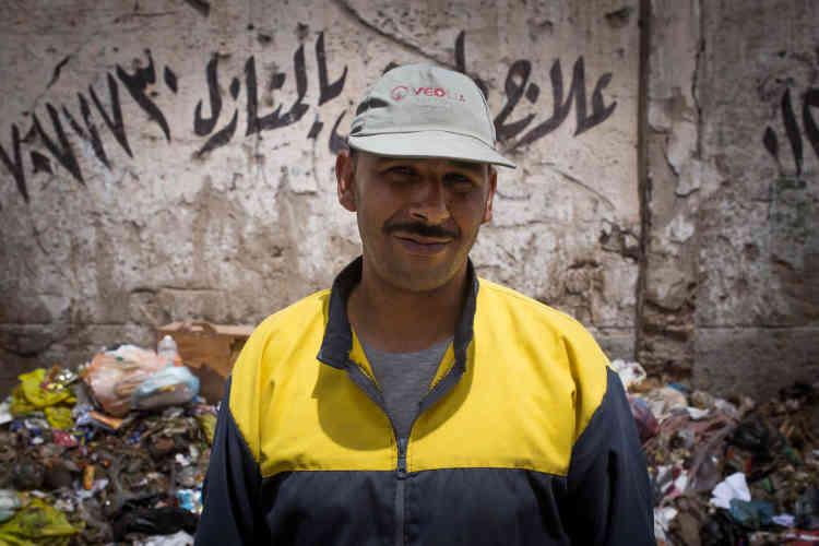 En 2012, l'entreprise française Veolia initie un arbitrage contre l'Etat égyptien. Le conflit découle de la rupture du contrat de gestion des déchets et de collecte des ordures avec le gouvernorat d'Alexandrie Il lui reproche d'avoir enfreint ses obligations contractuelles sur un marché de traitement des déchets à Alexandrie. Après le départ du groupe française, l'entreprise étatique Nahdet Misr a ré-embauché les 5000 employés.