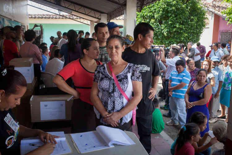 Durant une consultation populaire organisée dans la ville d'Arcatao en 2015, les habitants devaient se prononcer sur l'interdiction ou l'autorisation de la prospection des entreprises minières sur leurs terres. Le résultat a été sans appel: le «non» l'a emporté à 99 %.