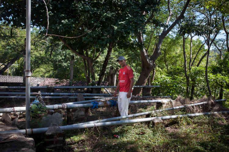 Les ressources en eau sont rares au Salvador, le plus petit et le plus densément peuplé pays d'Amérique centrale. Plus de 90 % des eaux de surface du pays sont contaminées par l'agriculture et l'industrie.Oubliés par l'Etat, les habitants de la municipalité de San Isidro ont construit leur propre système de stockage et d'approvisionnement.