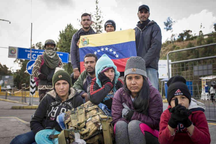 Ce groupe chemine sur la route pour l'Equateur depuis douze jours. Ici, àla frontière avec la Colombie,l'un d'eux explique qu'il a vu des reportages à la télévision sur les migrants de Syrie en pensant que cela ne lui arriverait jamais.
