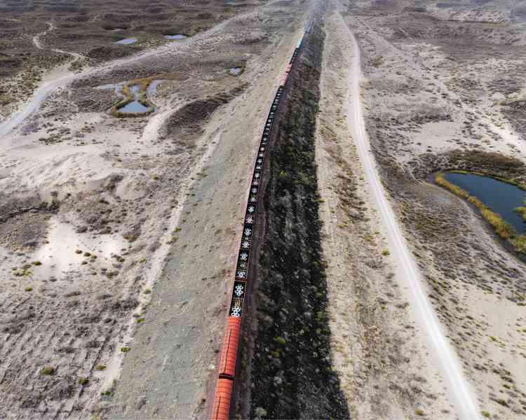 Un train de marchandises en provenance de Chine quitte le port de Khorgos.