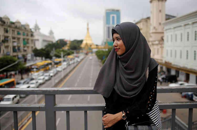 La blogueuse Win Lae Phyu Sin, 19 ans, à Rangoun, la capitale économique et la plus grande ville du pays.