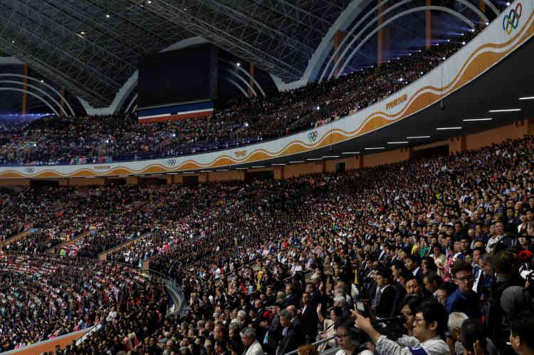 Le Stade du 1er-Mai, où se déroulent les« Jeux géants», peut accueillir 150 000 personnes. Il y a à peu près autant de participants aux animations elles-mêmes.