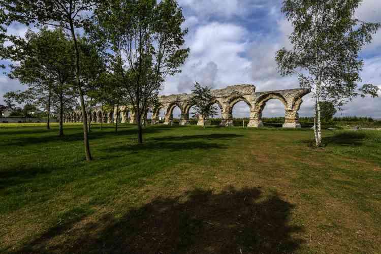 L'aqueduc romain du Gier est l'un desaqueducs antiques de Lyon, qui desservait la ville antique deLugdunum. Il se situe à Chaponost, près de Lyon.