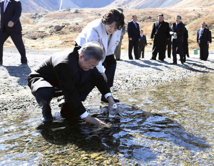 Plusieurs membres de la délégation accompagnant Moon ont suggéré d'inviter Kim et son épouse au mont Halla, le point culminant du Sud situé sur l'île volcanique de Jeju.