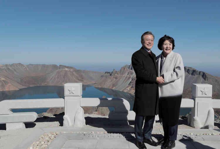 Se rendre au sommet du mont Paektu en compagnie du président sud-coréen est un «coup d'éclat diplomatique» réussi par Kim, estime Seo Yu-suk, directeur de recherche à l'Institut d'études nord-coréennes de Séoul.