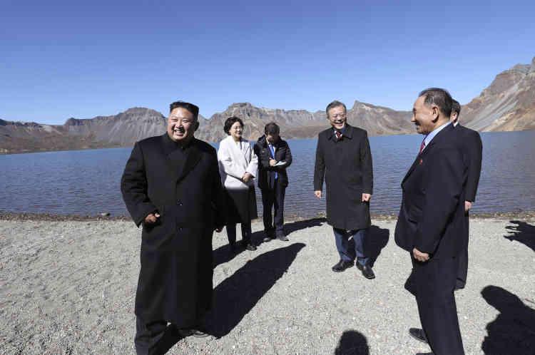 Le président sud-coréen, Moon Jae-in, a souvent fait part de son souhait de visiter le mont Paektu, c'est un amoureux de la montagne et un adepte du trekking.