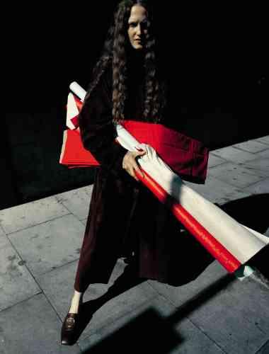 Manteau en veau velours et mocassins en cuir, Salvatore Ferragamo.