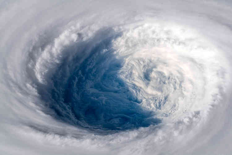 L'œil du typhon Trami a balayé, dimanche30 septembre, le Japon. Il a provoqué des rafales atteignant parfois les 216km/h.