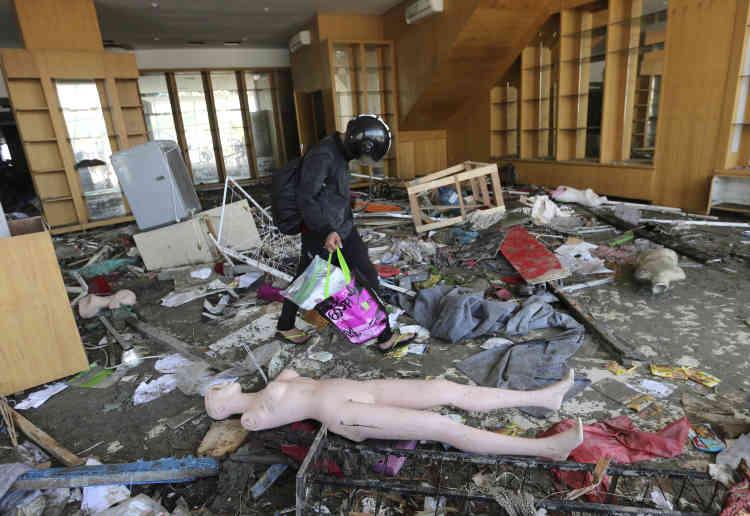 Le séisme qui a touché les Célèbes est plus puissant que la série de tremblements de terre qu'a connus l'Indonésie en août et qui avaient fait plus de 500morts et environ 1500 blessés sur l'île de Lombok, voisine de Bali.