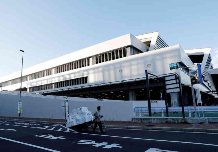 Devant un bâtiment du marché aux poissons de Toyosu lors d'un déménagement, le 7 octobre.
