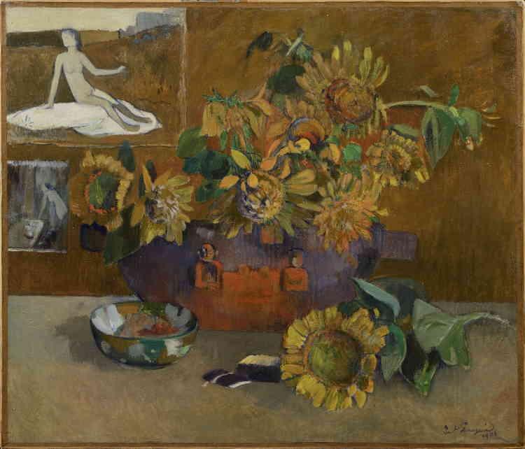 """«C'est à Tahiti que Gauguin réalise, dans une composition mi-ordonnée, mi-désordonnée, cette nature morte aux tournesols. Le tournesol évoque à la fois la France, ce pays lointain, et les natures mortes de son ami Vincent van Gogh. Son titre, """"L'Espérance"""", fait référence à un tableau de Puvis de Chavannes dont la copie figure en haut à gauche du motif.»"""