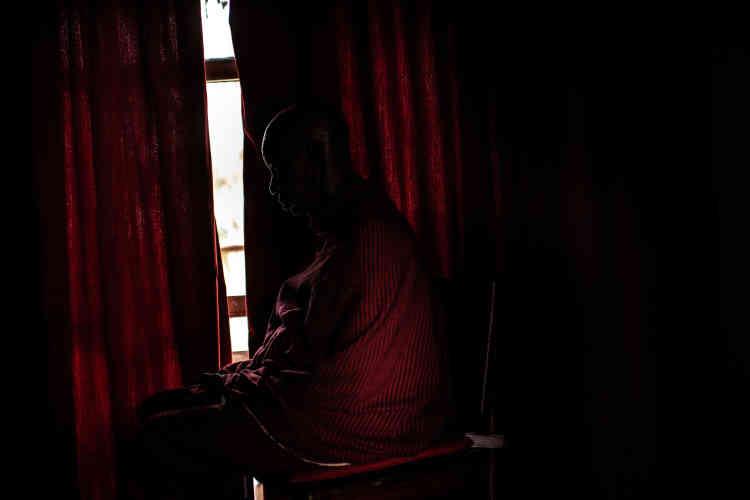 Un informateur local à l'hotel Serena, dans le parc national d'Amboseli.
