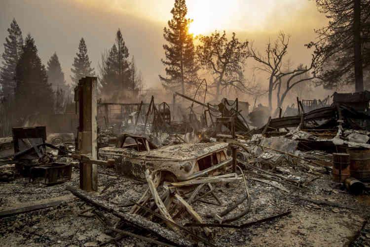 L'incendie arrive très tard dans la saison, alors que la région a été frappée durant l'étépar de nombreux incendies particulièrement violents.