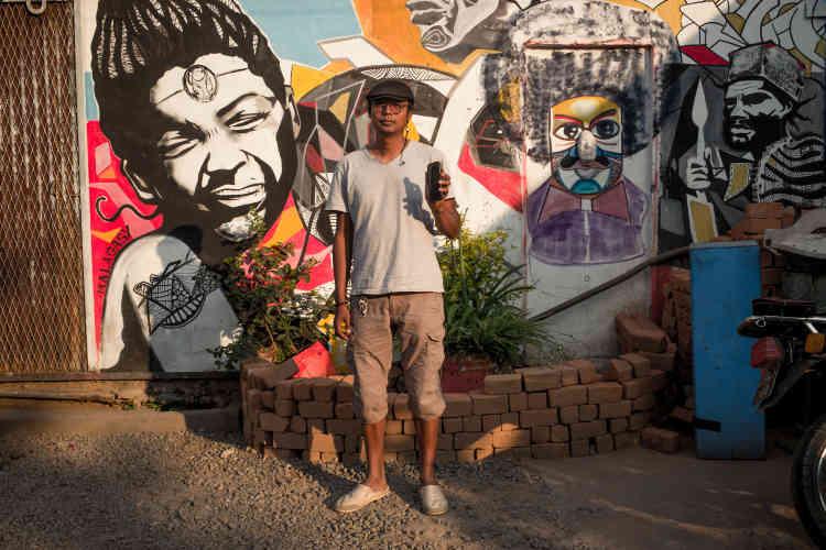 Photographe et artiste plasticien à Antananarivo, Toky Andrianjafitsara participera bientôt à une résidence virtuelle sur le thème «Comment le smartphone a changé notre vision du monde et notre façon de communiquer avec le reste du monde».