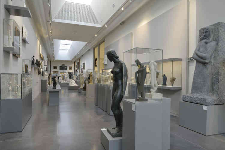 La priorité est également donnée à la sculpture. Une aile nouvelle est articulée en séquences thématiques, techniques et historiques, qui mettent en scène un ensemble d'œuvres acquises par le musée.