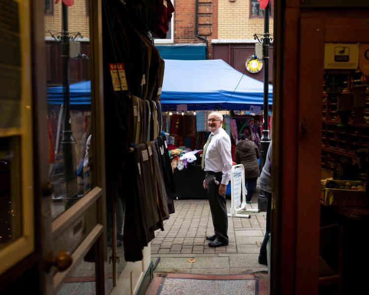 John Jerome, troisième génération d'une famille propriétaire d'Edgar Jerome, un magasin de vêtements qui vient de fêter ses 95 ans.« Je ne suis pas sûr de fêter son 100e anniversaire», affirme-t-il.