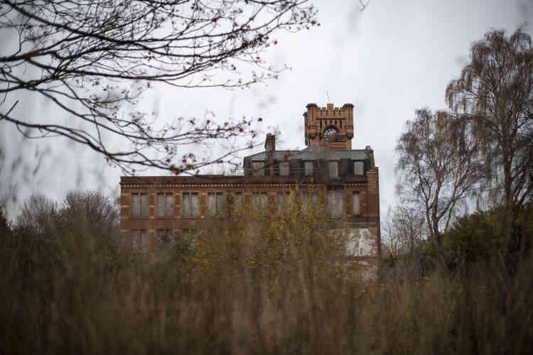 L'horloge de Shotton, près de Broughton. La ville a longtemps vécu de l'exploitation des mines de charbon, jusqu'à ce que tout s'effondre en 1980. Il a fallu trente ans pour recréer les emplois perdus.