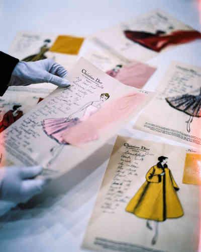 Calques de modèles de la collection automne-hiver 1954 commandés par une cliente américaine.