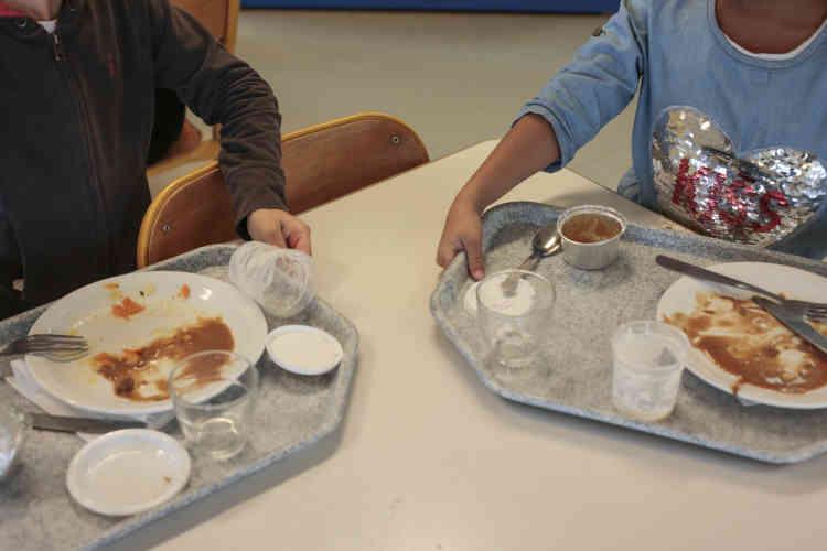 « De toute façon, les repas sont meilleurs, donc les enfants mangent davantage et jettent moins, remarque Nathaelle, agente territoriale spécialisée des écoles maternelles depuis plus de dix ans à l'école de Sourcieux-les-Mines. On voit la différence. »