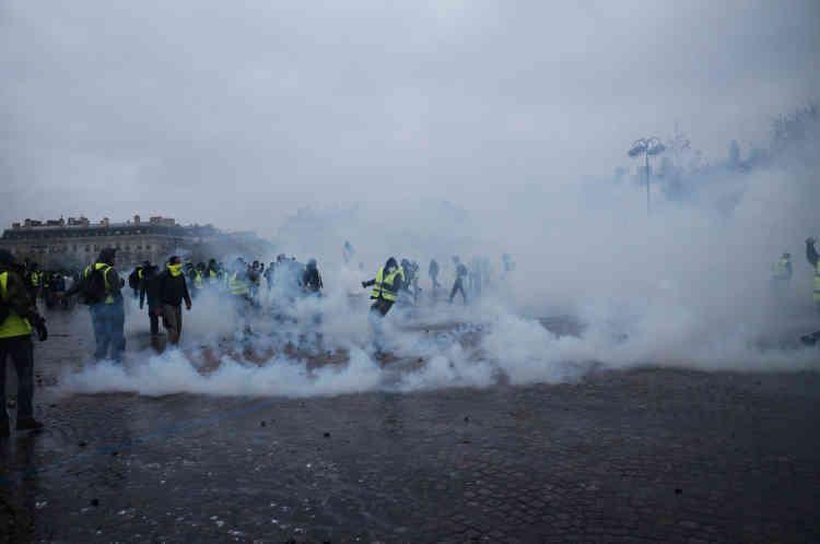 Les forces de l'ordre ont dû faire usage de gaz lacrymogène dès le début du rassemblement, dans la matinée.