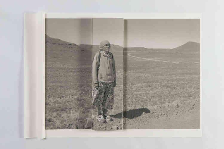 «Claudia Huidobro s'est emparée d'une sélection de photographies des membres du collectif Tendance floue pour effectuer une intervention plastique sur les tirages. »