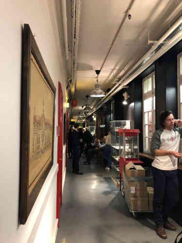 Des Strasbourgeois ont trouvé refuge dans les Galeries Lafayette, situés près de la place Kléber.