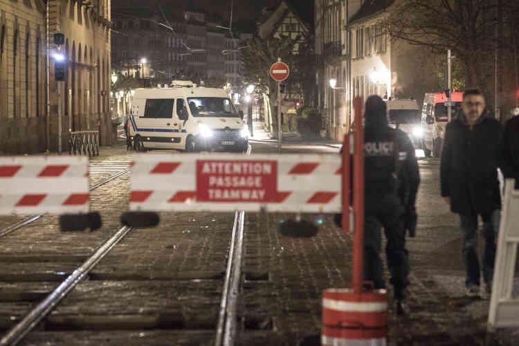 En l'espace de quelques minutes, la foule présente dans les allées illuminées de la métropole alsacienne a été évacuée.